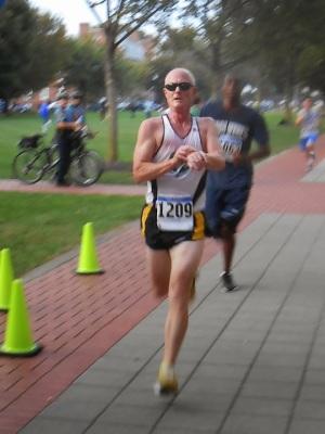 photo of Mark Deshon finishing HealthyU 5K